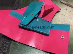 ツートンカラーの三つ折り財布2