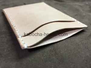 シンプルな縦型カードケース1