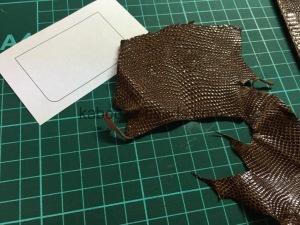 リザードパスケース修理3