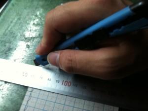 型紙を切り出す